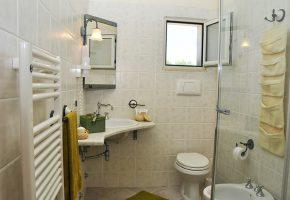 appartamento-superior-bagno-tenuta-barco-di-emera-salento-puglia-italy